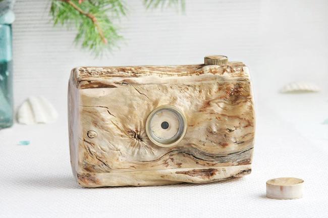 Driftwood pinhole: пинхол-камера, пропитанная Балтийским морем